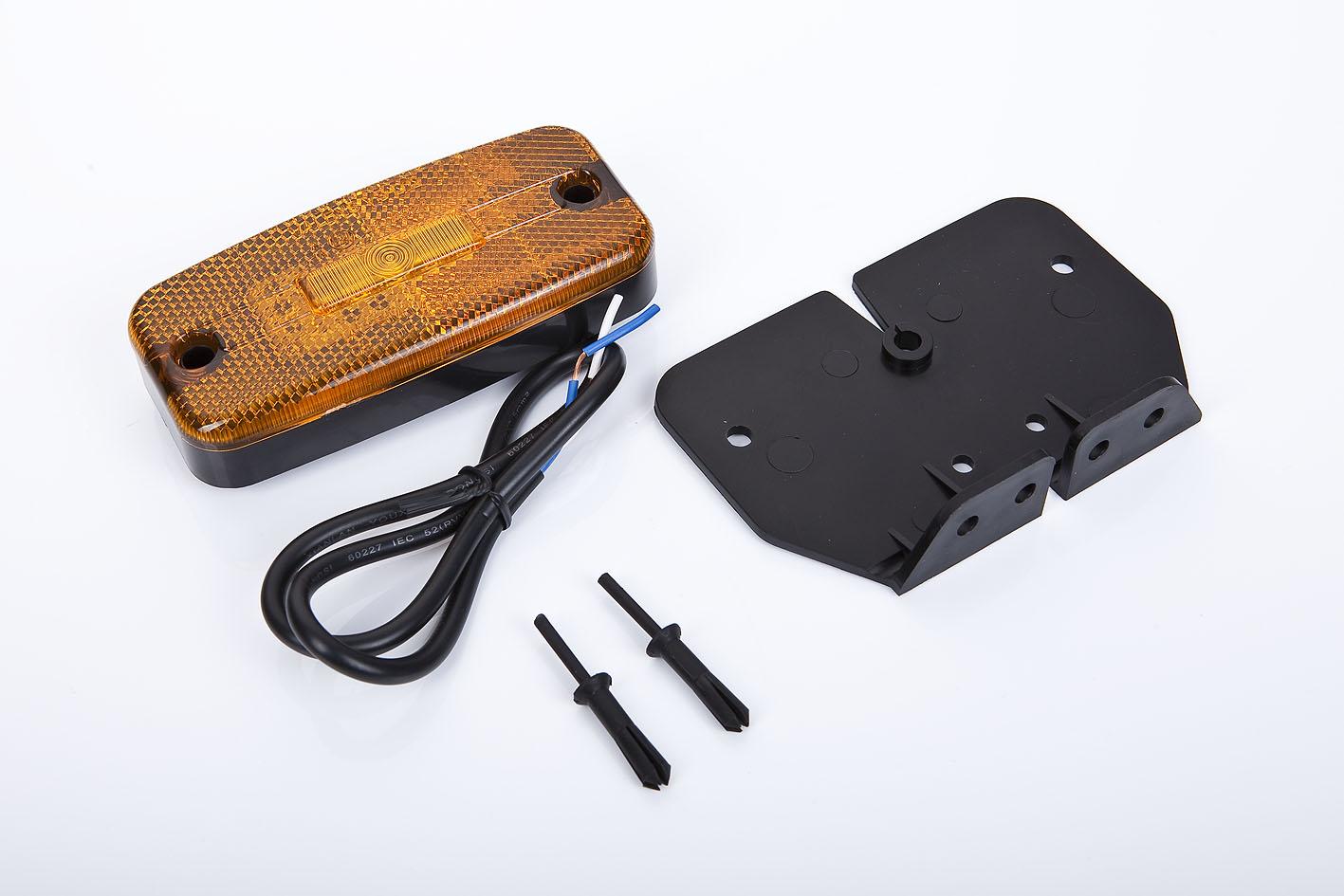Seitenmarkierungsleuchte mit 3 Led´s mit Winkelhalter und 10 Meter Kabel
