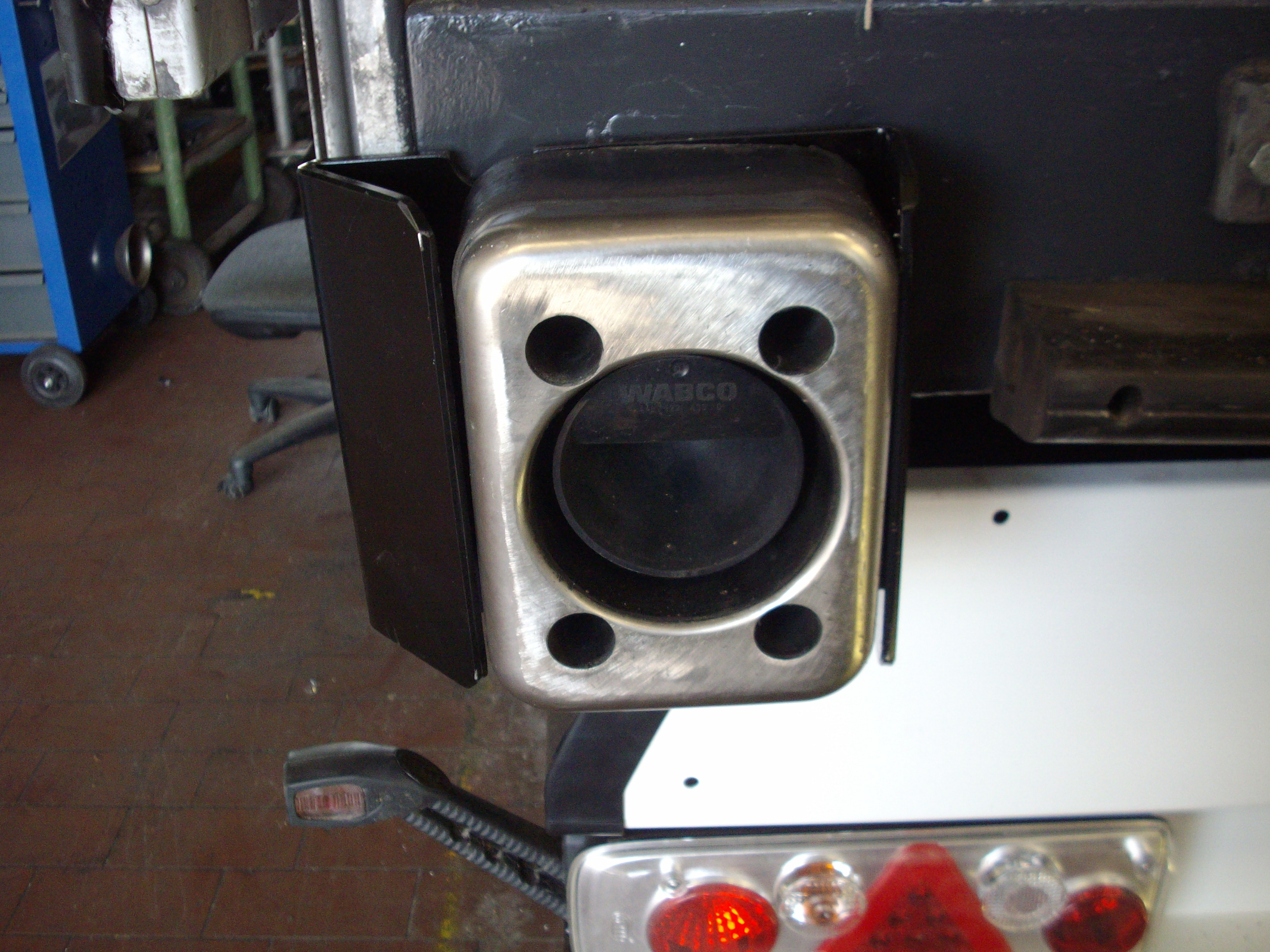 Rammpuffer 200x150x80mm mit Edelstahl- Scheuerblech  und Sensor Ausschnitt